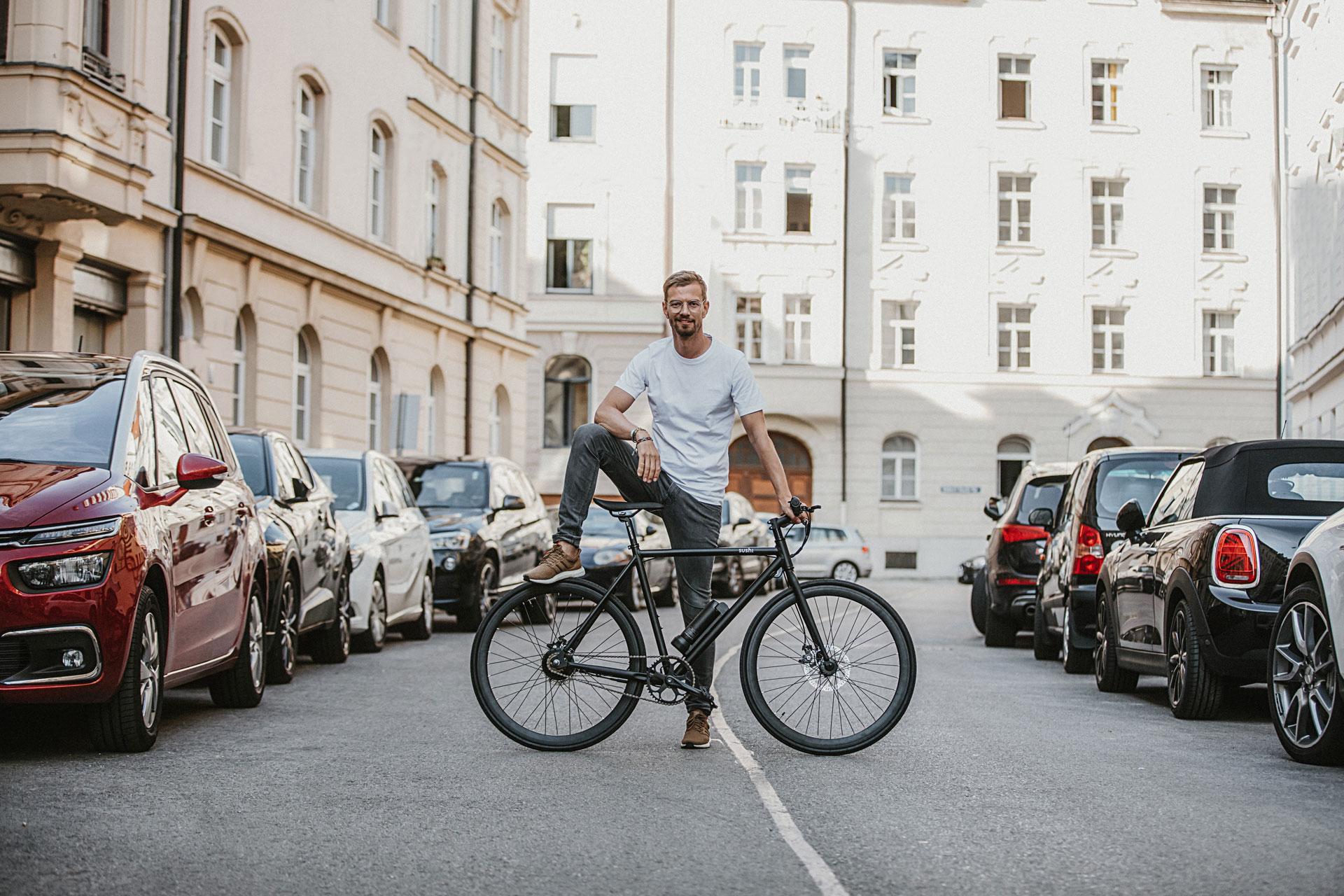 Portrait von Joko Winterscheidt zur Markteinführung von SUSHI Bikes